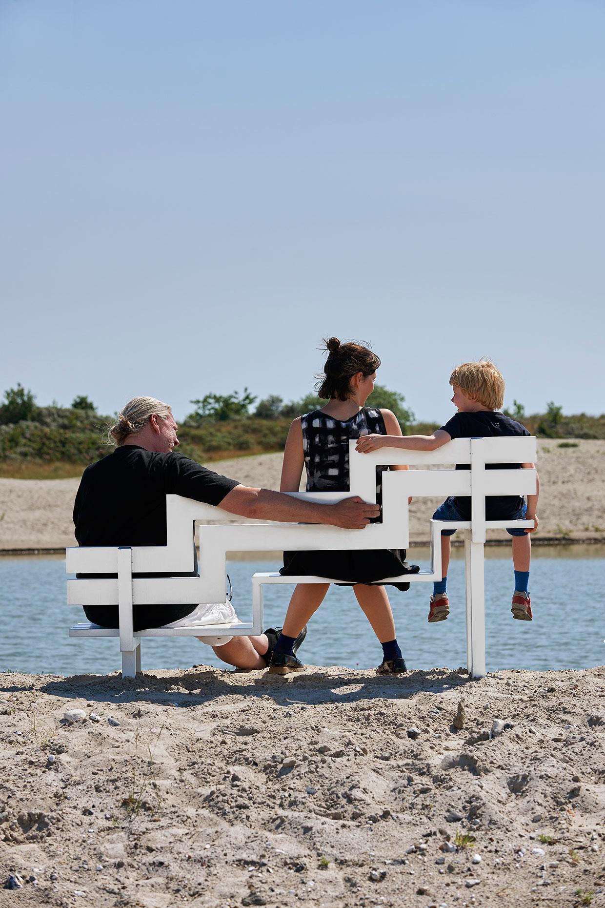 Jeppe Hein, Modified Social Bench U, 2008. ARKEN Collection. Photo: Torben Petersen